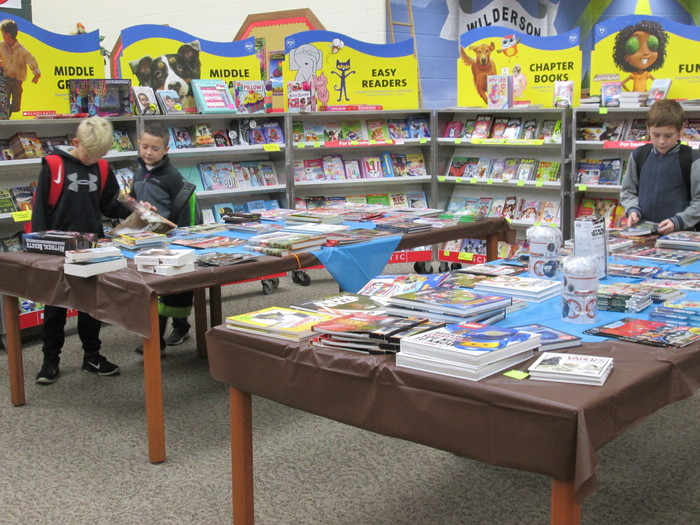 Picture from the 2017-18 HEVS Book Fair.