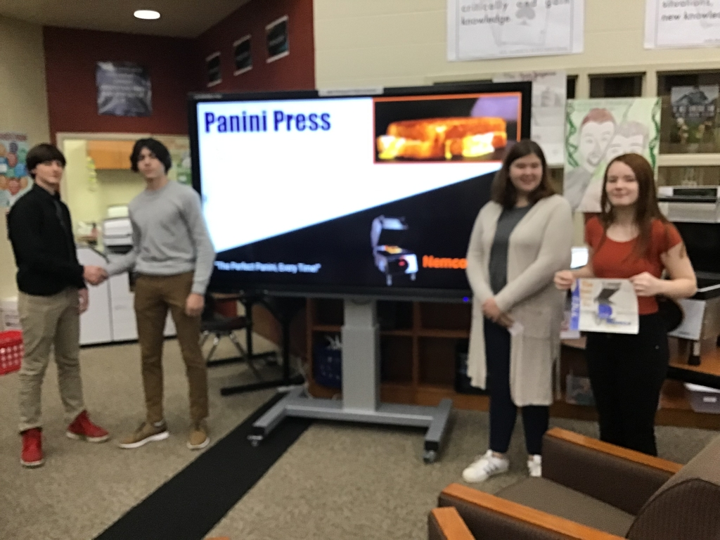 Students present their project.
